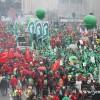 BRÜKSEL'DE 100 BİN KİŞİ HÜKÜMETE KARŞI YÜRÜDÜ