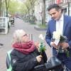 Hollanda'da ön yargıları gidermek için gül dağıttılar