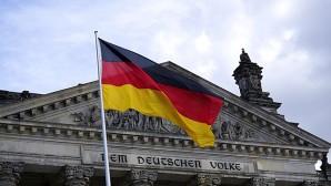 Almanya'da bir araç yayaların arasına daldı