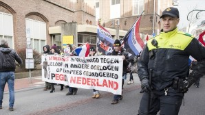 Hollanda'da ırkçı PEGIDA yürüyüşü