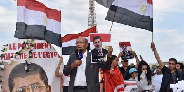 """Paris'te """"Muhammed Mursi"""" gösterisi"""