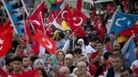 ALMANYA'DA BİNLERCE TÜRK, ERMENİ İDDİALARINI PROTESTO ETTİ