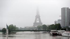 PARİS'TE ŞİDDETLİ YAĞMUR EURO 2016 ÖNCESİ PLANLARI BOZDU