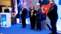 """TÖSED Başkanı Tümbaş'a """"Örnek Kıdemli Vatandaş"""" ödülü"""