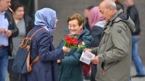 Belçikalılara gül dağıtarak İslam'ı tanıttılar