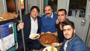 """Frankfurt'ta tramvayda Almanların da katılımıyla """"Gaziantep meşk gecesi"""""""