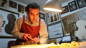 Belçikalı sanatçının viyolonseli Hatay'dan