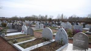 Belçika'da şehir mezarlığından canlı yayın