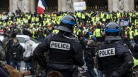 """Paris'te """"sarı yeleklilere"""" polis müdahalesi"""