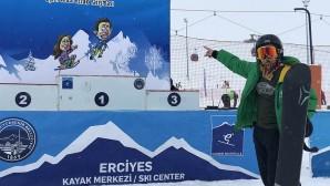Kayakseverlerden Erciyes'e akın