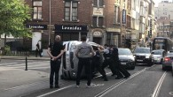 Helmet Caddesi'nde seyir halindeki araç yan yattı