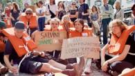 Hollanda'da göçmenleri kurtaran Alman kaptana destek eylemi