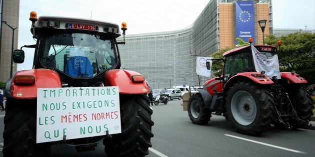 Brüksel'de çiftçilerden ticaret anlaşması protestosu