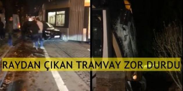 Brüksel'de raydan çıkan tramvay evin giriş duvarına çarptı