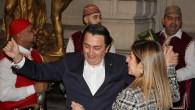 Özkara istifasını göbek atarak kutladı