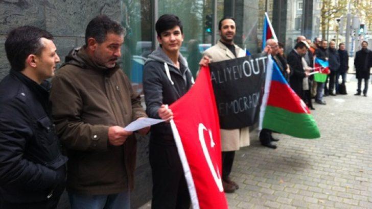 BRÜKSEL BÜYÜKELÇİLİĞİ ÖNÜNDE ALİYEV PROTESTOSU