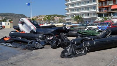"""""""Yunanistan göçmenleri denize itiyor"""""""