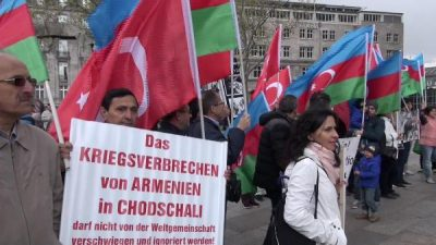 KÖLN'DE ERMENİSTAN PROTESTOSU