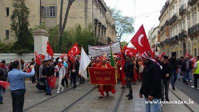 PKK YANDAŞLARI TERÖRÜ PROTESTO EDEN TÜRKLERE SALDIRDI