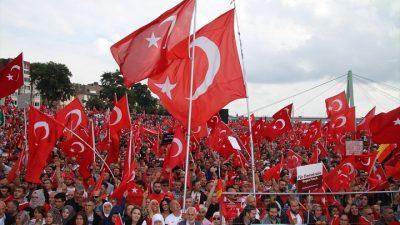 Avrupalı Türkler demokrasi mitinginde buluştu