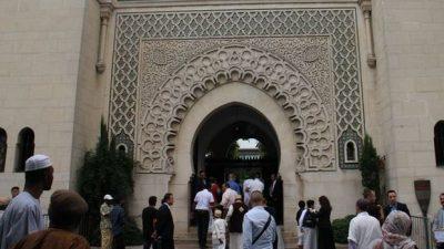 "Fransa'dan İslam'a ""sömürgeci"" dayatma"