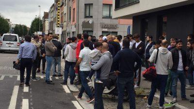 Türk mahallesindeki Türkiye ve Erdoğan karşıtı gösteriye büyük tepki