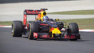 Nefesleri kesen yarışı Ricciardo kazandı