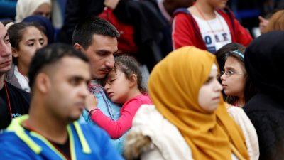 İtalya 75 sığınmacıyı kabul etti