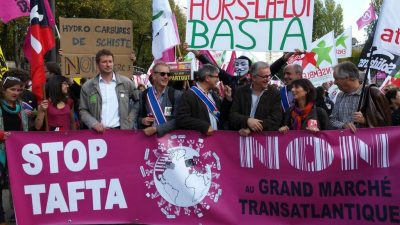 Paris'te TTIP protestosu