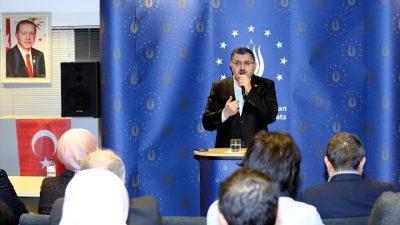 """AK Parti Milletvekili, Brüksel'de vatandaşları """"Evet"""" demeye çağırdı"""