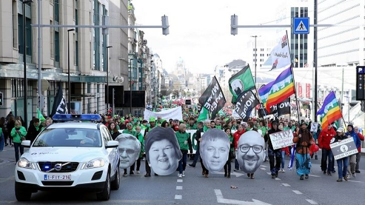 Brüksel'de sağlık ve sosyal hizmet sektöründen hükümete protesto