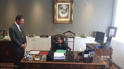 Büyükelçi Olcay, makamını bir süreliğine çocuklara devretti