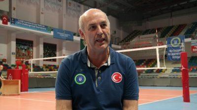 Belçikalı antrenör oyuncularını Türkçe uyarıyor