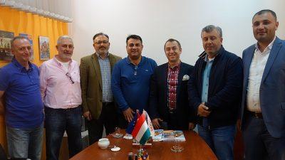Macarlara tatili Türkler yaptırıyor
