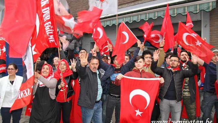 """Avrupalı Türklere baskılar """"Evet"""" olarak döndü"""