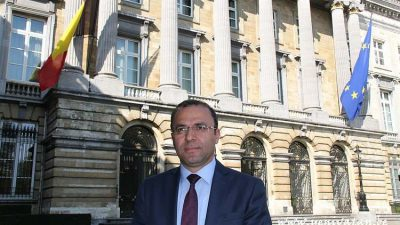 Veli Yüksel, Türk toplumunu rahatsız eden siyasi malzemeleri eleştirdi