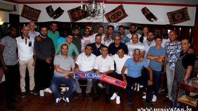 FC Saint-Josse takımı iftarda bir araya geldi