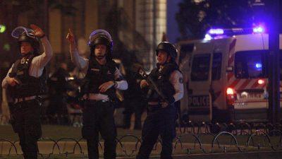 Paris'te aracını cami cemaatinin üzerine süren kişi gözaltına alındı