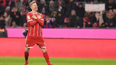 FIFA'nın en iyi oyuncu ödülünü Robert Lewandowski kazandı