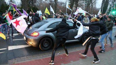 PKK yandaşları Almanya'da Türk vatandaşının aracına saldırdı