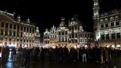 Brüksel'in göbeğinde gece vakti PKK gösterisi