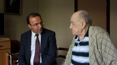 Yüksel'den yaşlılara anlamlı ziyaret