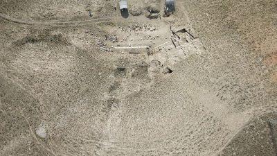 Dinar'daki antik tiyatrosu gün yüzüne çıkarılıyor