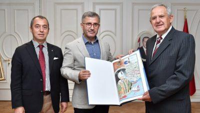 Macarlar Darülaceze için Türkiye'ye gittiler