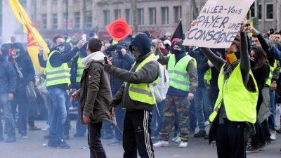 """""""Sarı yelekliler""""in protestosu Brüksel'e sıçradı"""