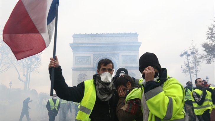 Fransa'da sarı yelekliler gösterilerin 11'inci haftasında sokaklarda