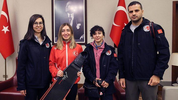 Türkiye'nin Antarktika'da bilimsel çalışma yapacak ekibi yola çıktı