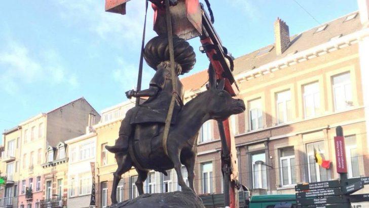 Dökülen Nasrettin Hoca heykeli sonunda söküldü
