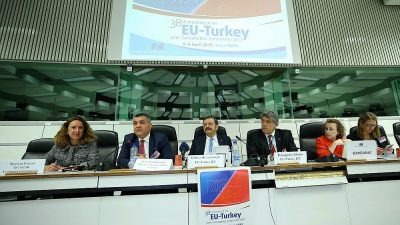 """""""Gümrük Birliği'ni modernize edecek müzakereler artık başlatılmalı"""""""