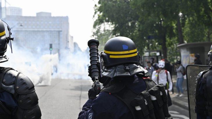 1 Mayıs'ta Paris sokakları savaş alanına döndü
